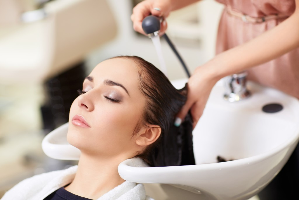 Make sure your head is in the right angle to avoid the 'beauty parlour stroke'